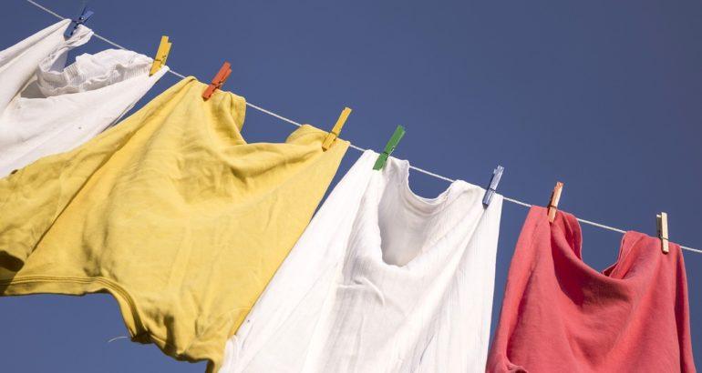 Ako odstrániť farbu na vlasy z pokožky a oblečenia.